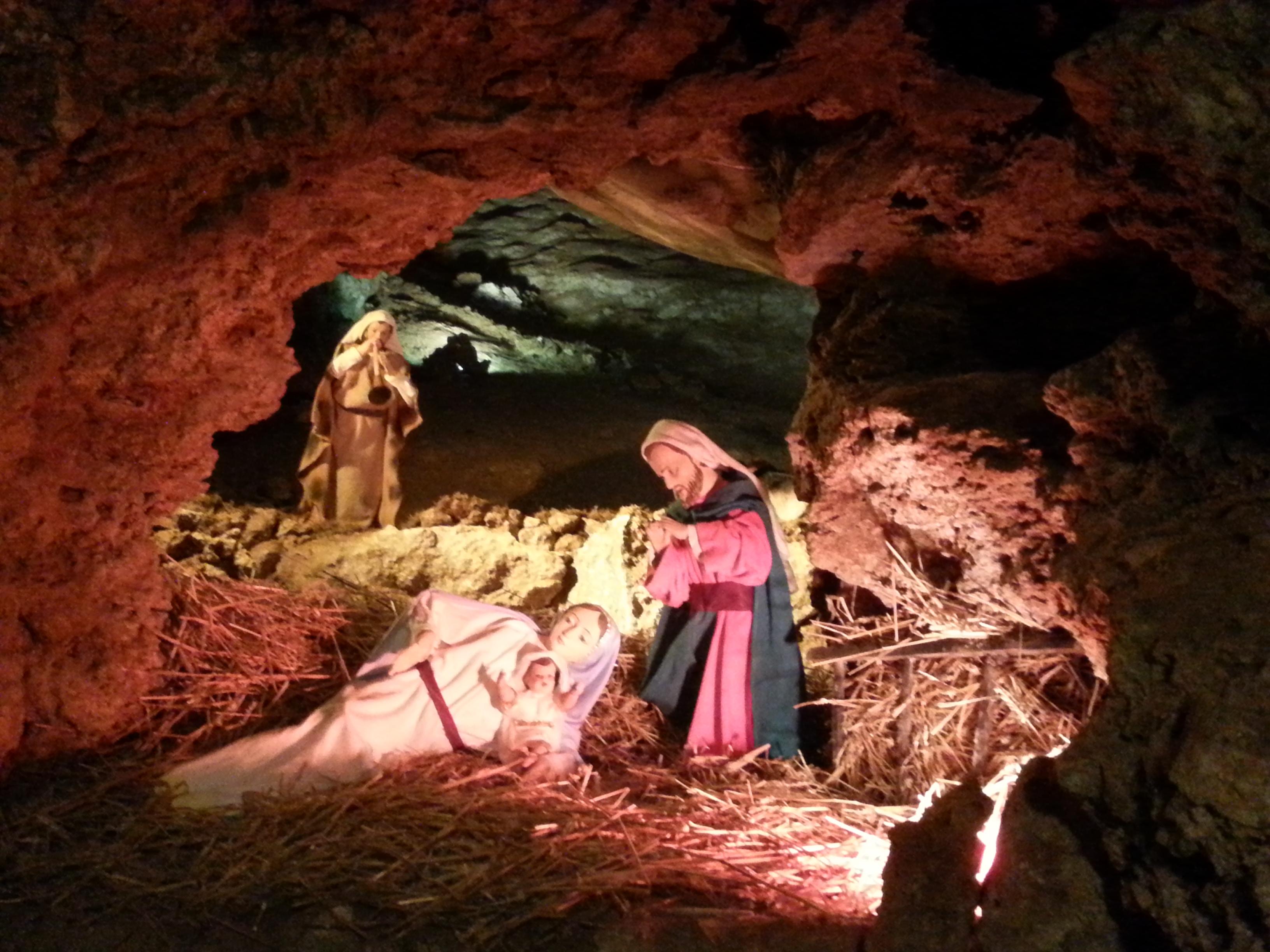 Presepi allestiti nelle grotte della solfatara a predappio
